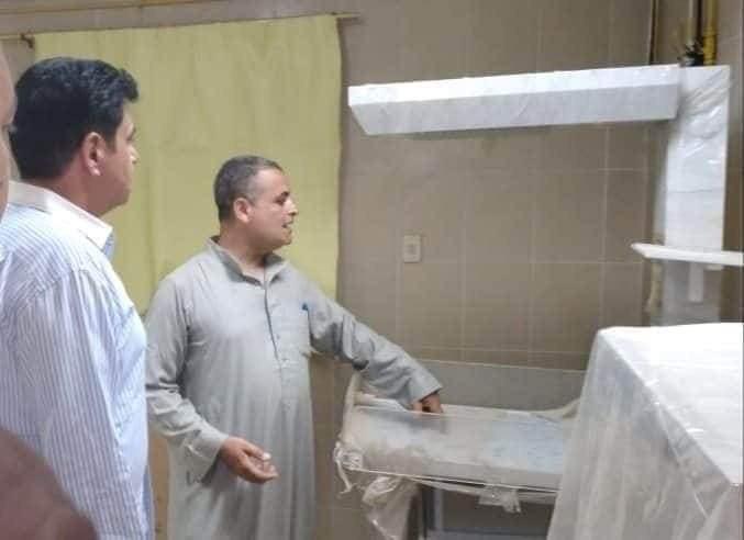 النائب السابق محمد الأشهب طليق وزيرة الصحة يتجول بمستشفي ضمن حملته الانتخابية لمجلس الشيوخ