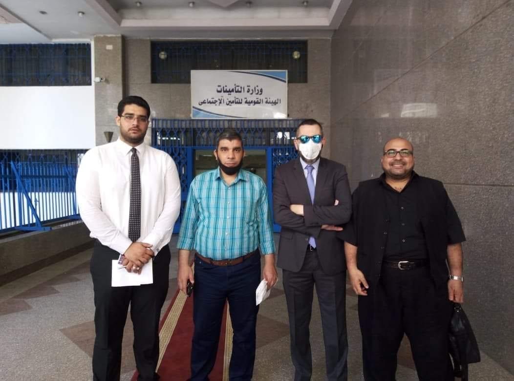 النائب محمد فؤاد مع أصحاب المعاش المبكر أمام الهيئة القومية للتأمينات