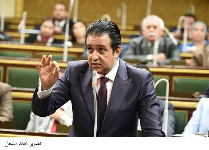 علاء عابد تحت القبة