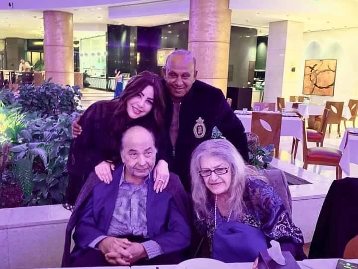 جيهان مديح وزوجها النائب محمود فريد خميس مع البرلماني السابق محمد فريد خميس وزوجته