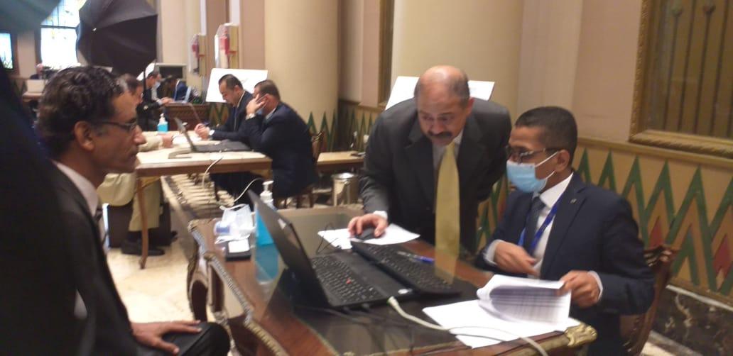 الكاتب الصحفي طارق تهامي أثناء استخراج كارنيه عضوية مجلس الشيوخ