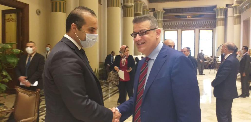 طارق رضوان عضو مجلس النواب مع المستشار محمود فوزي الأمين العام للمجلس