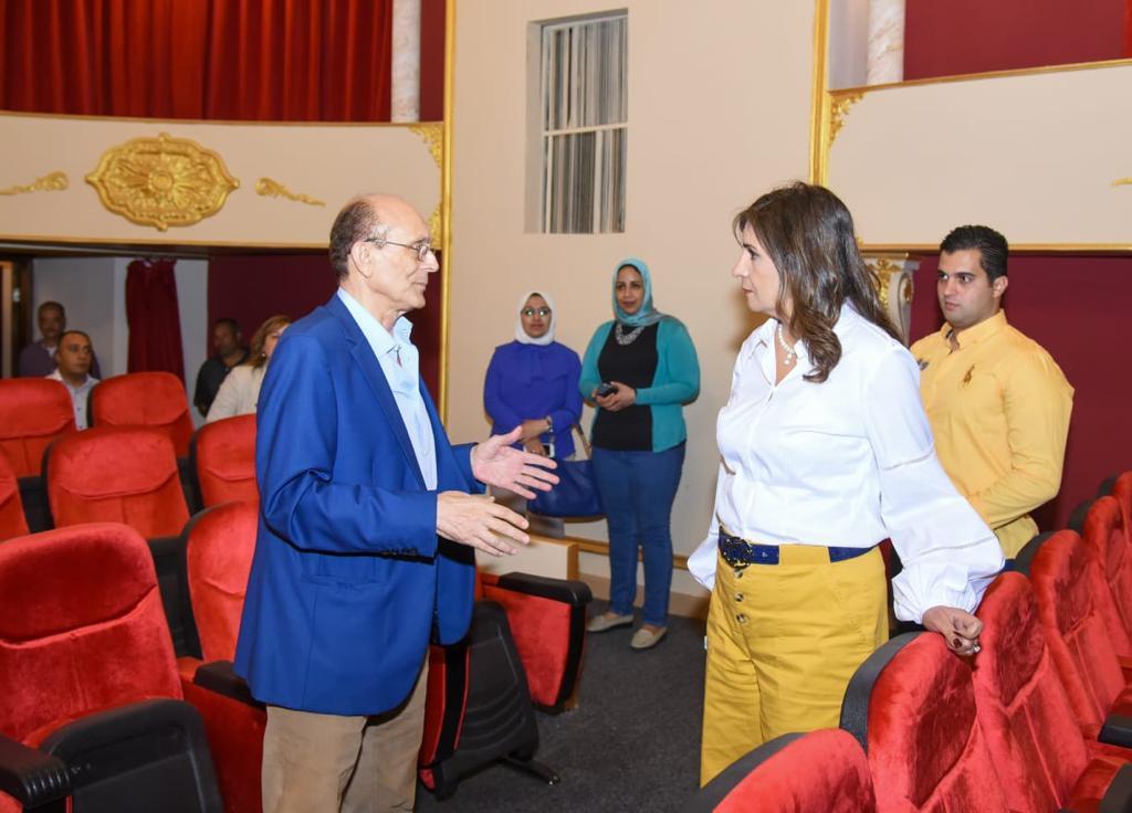 نبيلة مكرم مع الفنان محمد صبحي بمدينة سنبل